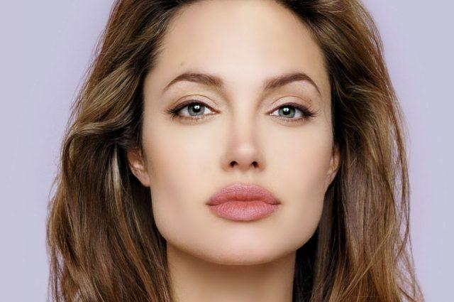 На таке не кожен наважиться: розпусна Анджеліна Джолі без нижньої білизни «засвітила» своїми «вишеньками» (ФОТО, ВІДЕО)