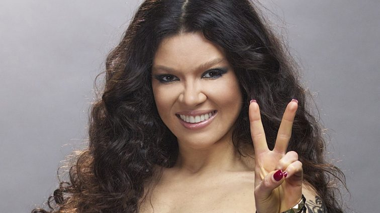 Руслана без макіяжу показала неабиякі кубики пресу в гуцульському танці