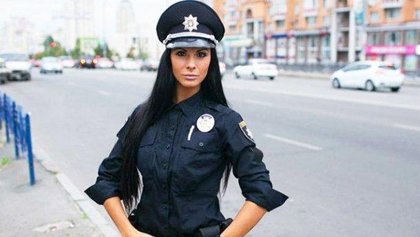 Найпривабливіша поліцейська Києва показала свій брутальний День закоханих