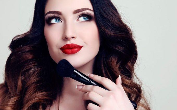 Будьте неперевершеною: як правильно створити денний та вечірній макіяж