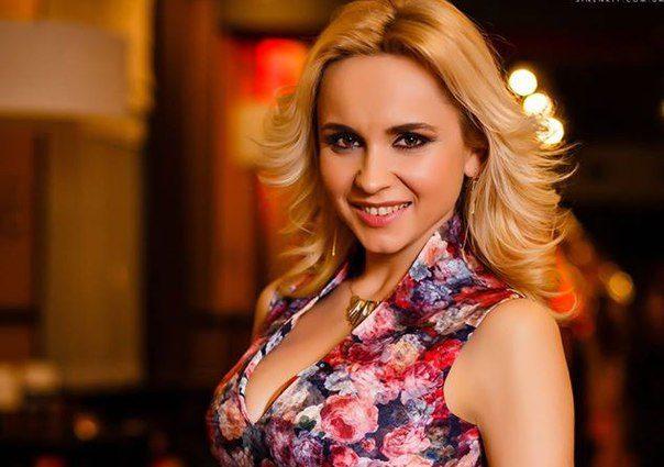 Як в Анфіси Чехової: розпусна Лілія Ребрик оголила свої пишні груди в облягаючому образі (ФОТО)
