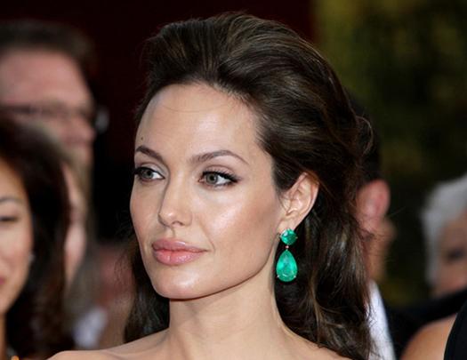 У це важко повірити: у Анджеліни Джолі з'явився новий коханець. Ви будете в шоці від її вибору