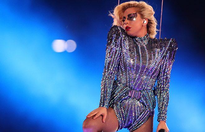 Вогонь, блискітки і божевільна енергія: запальна Леді Гага влаштувала феєричне шоу (ФОТО)