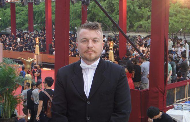 Як Олексій Залевський прикував до стіни українську співачку