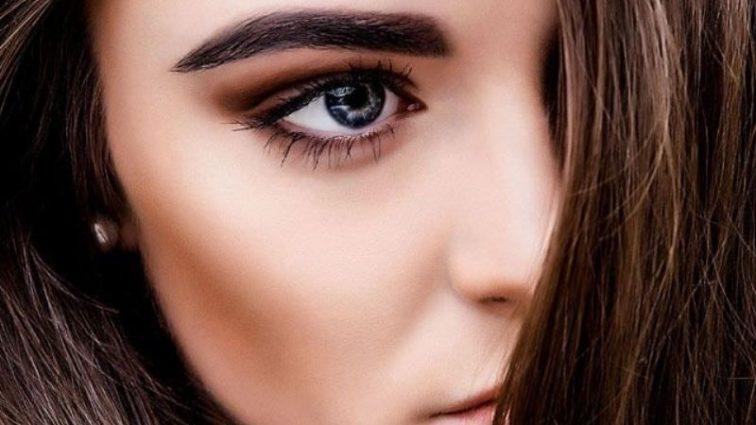 Скуйовджені брови — новий тренд краси 2017 року