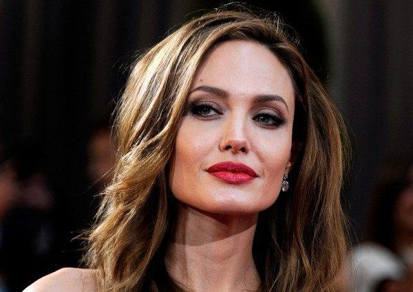 Анджеліна Джолі забороняє своєму батькові бачитися з внуками