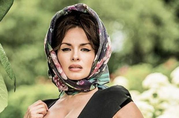 Пишнотіла Надія Мейхер показала свої розкішні груди у відвертій сукні