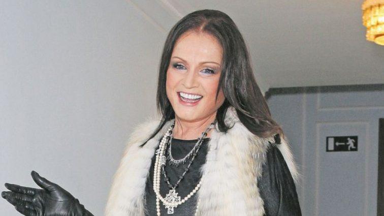 Дівчина-весна: розкішна Софія Ротару приголомшила своїми сучасними сукнями на концерті