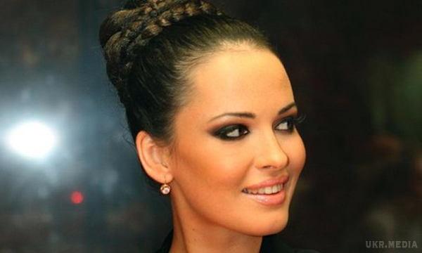 Шалена та розпусна: напівгола Даша Астаф'єва виставила на показ розкішні груди (ФОТО)
