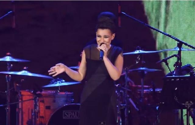 Фанати обурені: Співачка Йолка роздяглася для пікантної фотосесії (фото)
