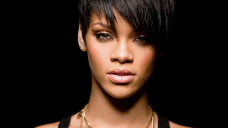 Спокуслива Rihanna в супермаркеті здивувала новим образом: розкішні фото