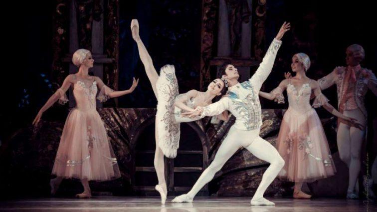 Балерина Катерина Кухар поділилася секретами схуднення за допомогою цитрусових