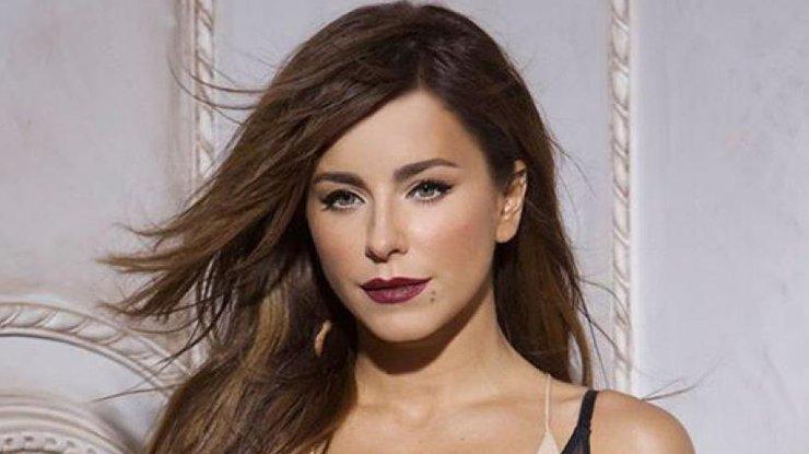 Позажималися: Ані Лорак зловили на гарячому з відомим російським співаком
