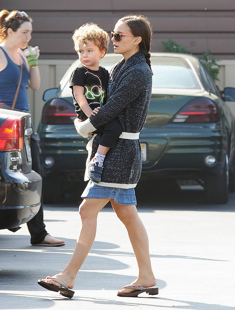 Exclusive... 51655186 'Black Swan' star Natalie Portman and her husband Benjamin Millepied take their son Aleph grocery shopping at Lassens Natural Foods & Vitamins in Los Feliz, California on February 16, 2015. Natalie is enjoying some family time after recently returning from Berlin where she attended the 65th Berlin International Film Festival. FameFlynet, Inc - Beverly Hills, CA, USA - +1 (818) 307-4813
