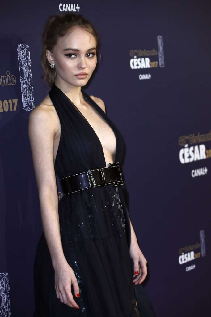 lily-rose_depp_poses_as2_01