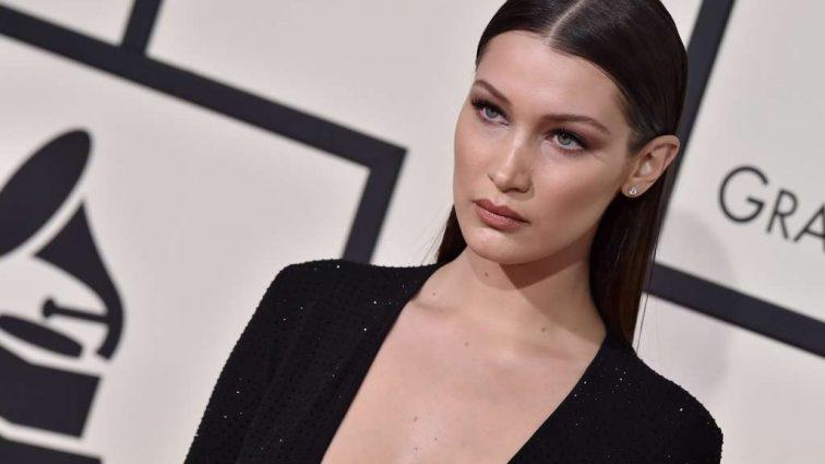 Донька Джонні Деппа і модель Белла Хадід з'явилися на публіці в однаковому вбранні з екстремальним декольте