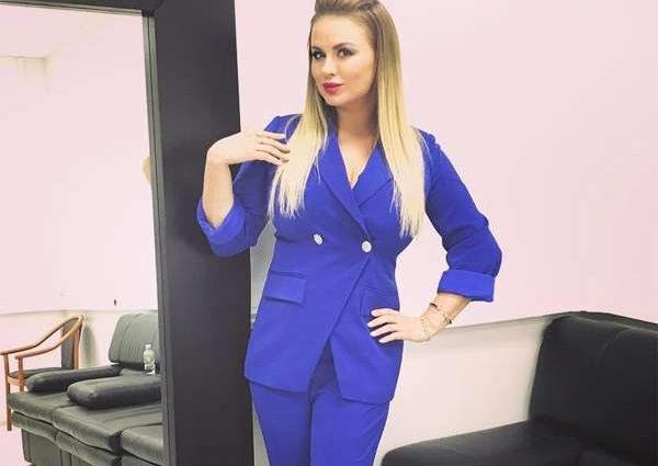 Анна Семенович продовжує радувати чоловіків