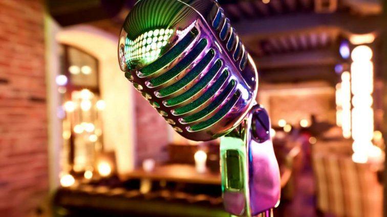 ДОСПІВАЛАСЬ: Відому українську співачку «застукали» в московському караоке-барі! Що чекає на «зрадницю»?