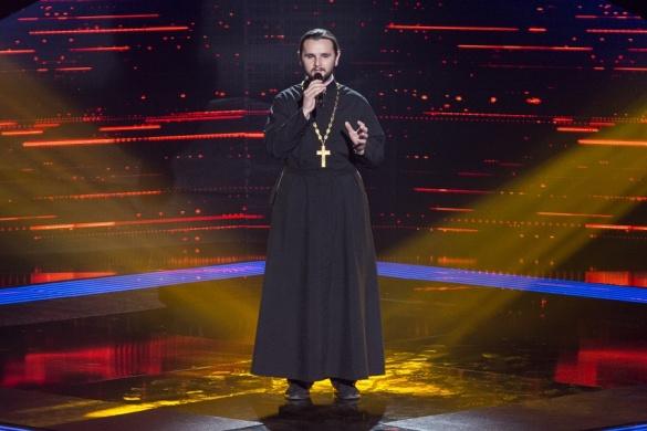 Це тобі, а це мені: Священик з «Голосу Країни» пояснив свій вчинок у фіналі. Ви впадете від його слів!