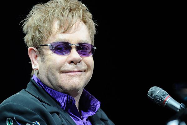 Елтон Джон скасував усі заплановані концерти через рідкісну інфекцію. Самого співака госпіталізували