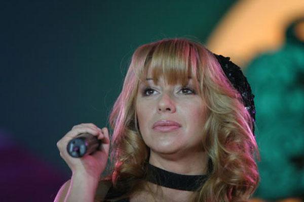 Співачка Альона Апіна показала себе без макіяжу