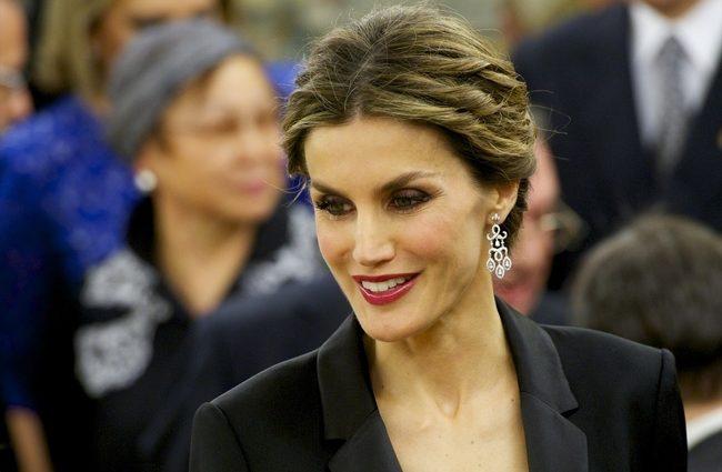 Це НЕЙМОВІРНО! Королева Летиція приголомшила своїм вбранням під час зустрічі в Японії