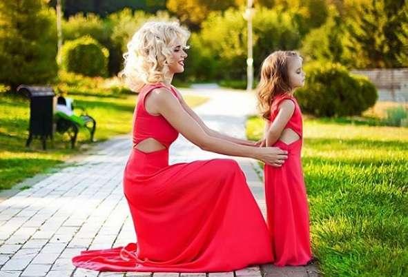 Молода мама та популярна телеведуча Лілія Ребрик оприлюднила серію зворушуючих фото з маленькою донькою