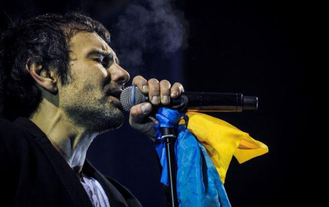 Важко підібрати слова: Вакарчук у світовому турі про українські прапори! Гордість переповнює серця!
