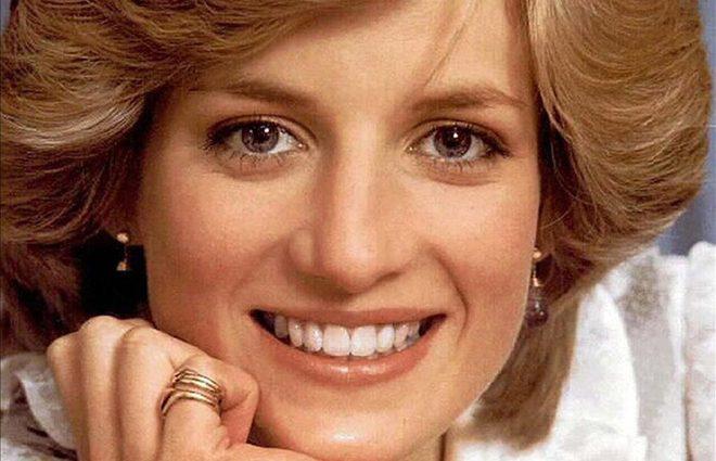 ЗМІ показали невідоме раніше фото принцеси Діани в купальнику