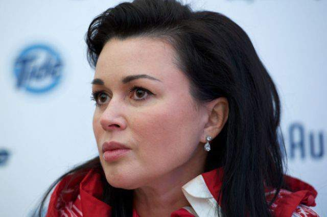 Страхіттячко!!! Анастасія Заворотнюк остаточно спотворила обличчя пластикою. Ви її не впізнаєте
