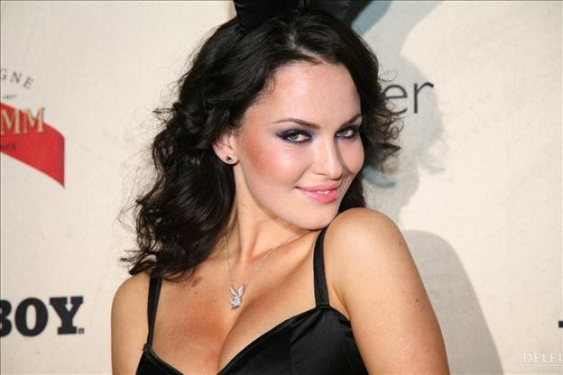 Оце так «очі»!!! Пишнотіла Даша Астаф'єва показала свої величезні груди в облягаючому боді