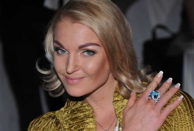 «Срам прикрой!»:Анастасія Волочкова засвітіла будівельникам свою п'яту точку
