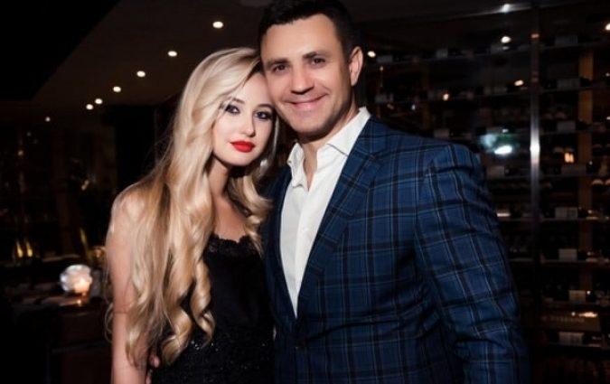 Вийшла заміж по коханню? Молоденька дружина Миколи Тищенка влаштувала дорожезну вечірку, всі приголомшені масштабами цього гуляння