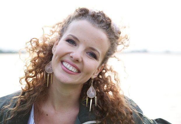 Кучеряве янголятко: Інна Цимбалюк вперше показала підрослу донечку, ви впадете від цієї краси