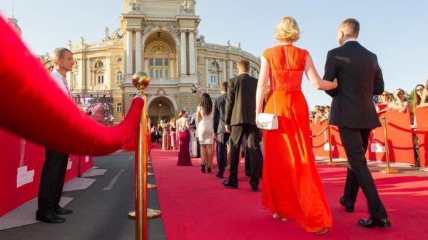 «Труси сповзли…» У Мережі обговорюють курйози Одеського кінофестивалю. Такого ви точно не бачили