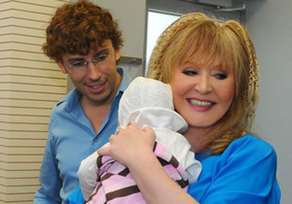 Бейонсе росте! Алла Пугачова похвалилась сімейним фото з дочкою. Ви тільки подивіться на неї!