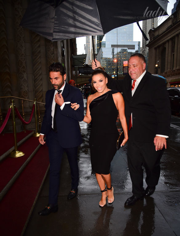 NEW YORK, NY - AUGUST 07:  Actress Eva Longoria and Jose Baston are seen walking in Midtown  on August 7, 2017 in New York City.  (Photo by Raymond Hall/GC Images)