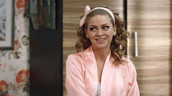 Який животик!!! Зірка «Дизель шоу» вагітна Яна Глущенко вийшла на сцену в коротенькій сукні
