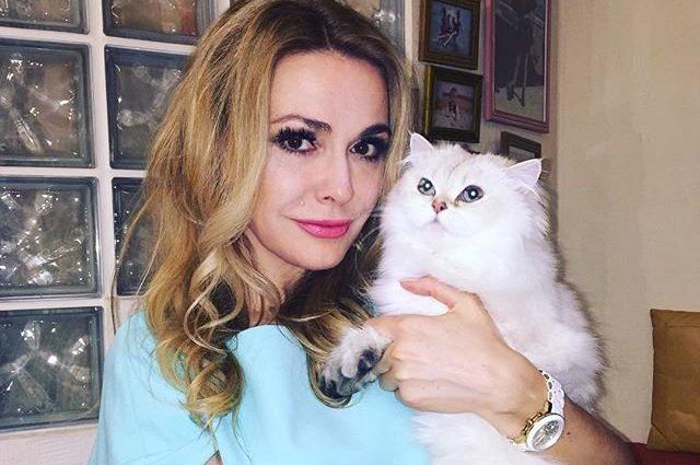 Який розкішний бюст!!! Донька Ольги Сумської вийшла в люди після пологів. Її сукня  — щось надзвичайне