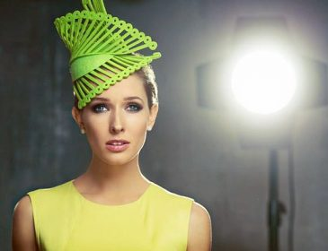 Домашня дівчинка: Катя Осадча показала фото в яскравій сукні і стильний капелюшок