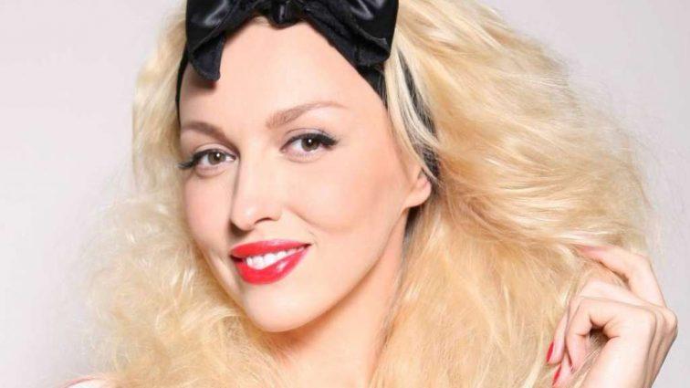 Та вона краще доньки виглядає! Оля Полякова показала неймовірно красиву маму