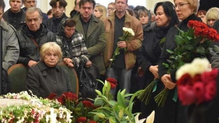 Країна в траурі: В реанімації, не прийшовши до тями, померла відома 37-річна актриса