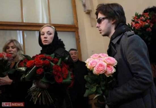 «Не стало чудової і яскравої зірки»: Померла відома російська актриса. Шанувальники не можуть прийти в себе