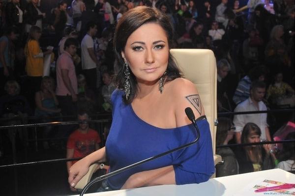 Що у неї з обличчям? Олена Мозгова показала шокуючі фото з відпочинку в Албанії