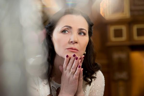 Розпустила коси: Матвієнко у неймовірній сукні вразила прихильників молодістю. Вона виглядає краще Тоні