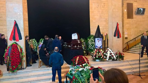 «Такого ажіотажу ми не пам'ятаємо…»: На церемонію прощання з Мар'яновим вишикувались кілометрові черги (ФОТО)