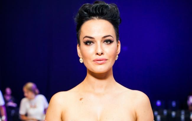 Завела нового коханця? Даша Астаф'єва показала пікантне фото з відомим співаком. Ще й спідниця задерлась