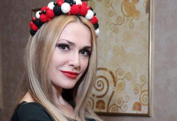 «У 20 років так не виглядають як вона!»: Сумська заінтригувала шанувальників новорічним фото