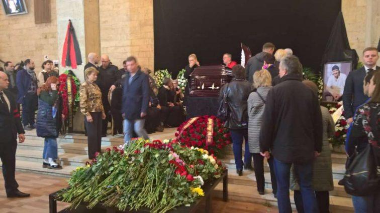 «Все…»: Любов Толкаліна показала фото могили Мар'янова