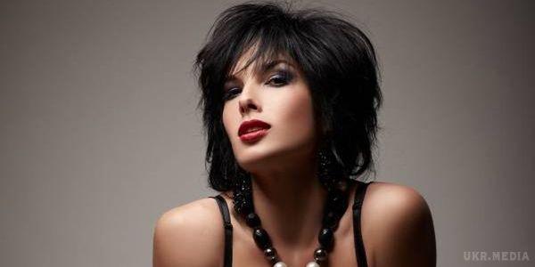 Ольга Романовська показала спокусливу фігуру у чорній сукні